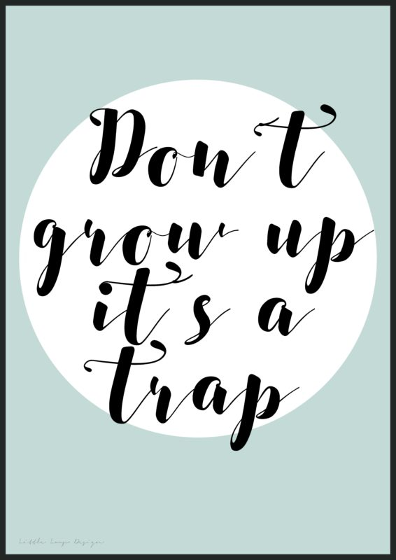 1220---Don´t-grow-up-it´s-a-trap-blå